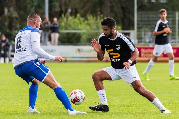 Twee doelpunten van Cem Köse (rechts) hielpen Quick'20 niet