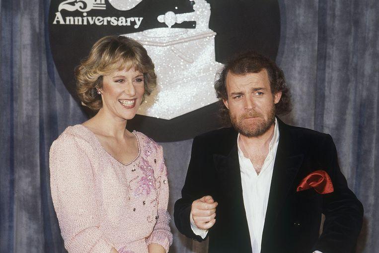Joe Cocker en Jennifer Warnes bij de Grammy Awards in 1983. In dat jaar ontving hij een Grammy voor Up Where We Belong, een duet dat hij met Warnes zong. Beeld ap