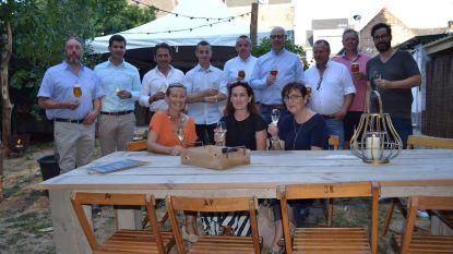 Netwerken met biertje aan de zomerbar