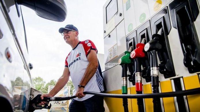 Benzine en diesel kunnen op veel manieren hun houdbaarheid verliezen, maar binnen een half jaar is er in ieder geval weinig aan de hand.