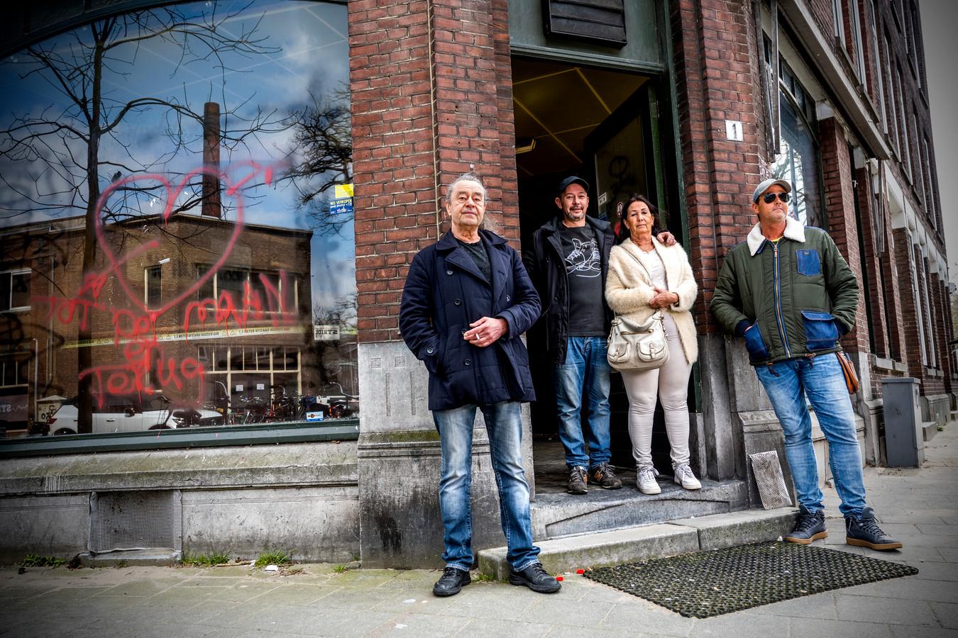 Ria Zandstra en Teun Lansen, samen met hun zoons Armando en Sander (met zonnebril).