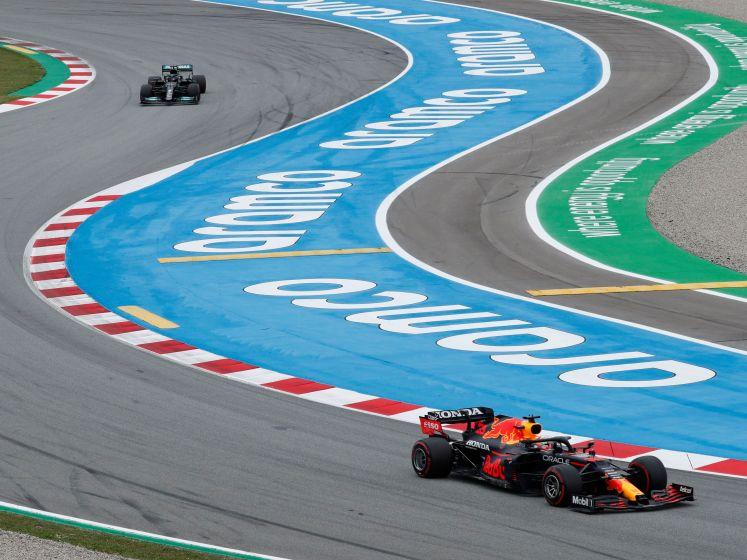 Verstappen heeft Hamilton meteen te pakken na topstart