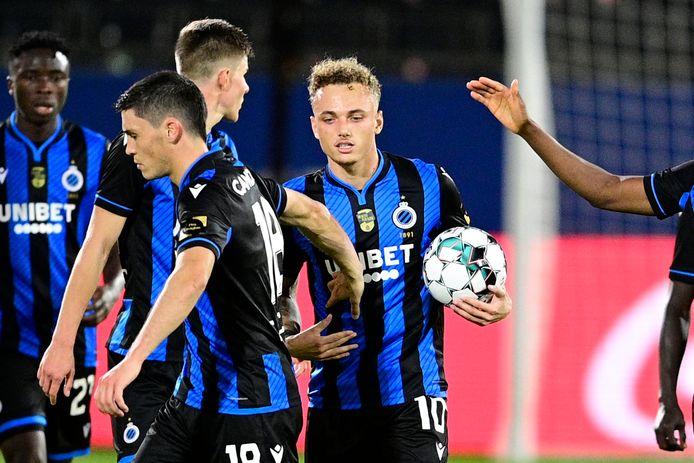 Noa Lang maakte vanaf elf meter zijn eerste competitietreffer voor Club Brugge.