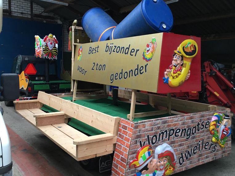 De hal met praalwagens die niet mee konden rijden in Best (Klompengat). Beeld Karnavalsfederatie Best