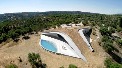 Waanzinnig wonen: deze villa lijkt onder een bergtop te staan