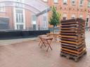 Is er iets meer typerend voor de afbraak van de Gentse Feesten dan een stapel geplooide tafeltjes van Stad Gent?