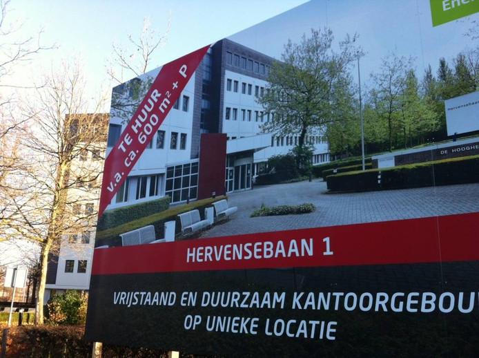 Het KPN-gebouw aan de Hervensebaan is nog altijd in beeld voor een nieuw vmbo. Het college lijkt af te stevenen op nieuwbouw elders.