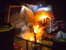 Felle brand verwoest hoekwoning in Kampen