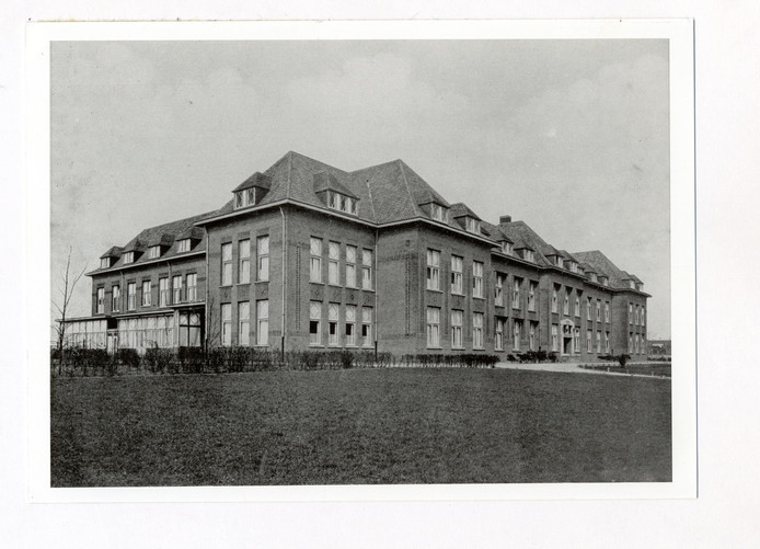 Moederheil aan de Bredase Valkenierslaan zoals het er in de jaren dertig uitzag
