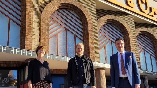 Nieuwe conservator voor Izegemse musea: Hilde Colpaert geeft na bijna 35 jaar fakkel door aan Gertjan Remmerie