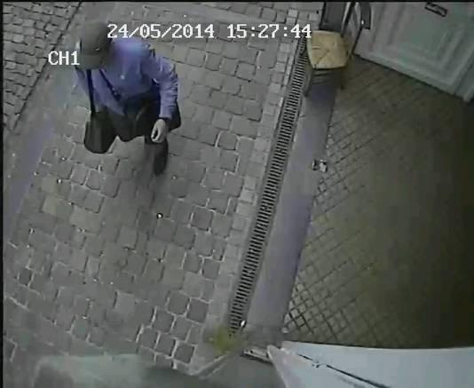 De Belgische politie gaf op 25 mei beelden vrij waarop de vermoedelijke dader van de schietpartij stond.