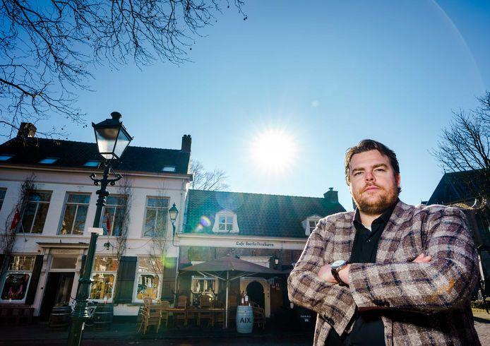 Horeca-ondernemer Johan de Vos bij zijn café Boerke Verschuuren.