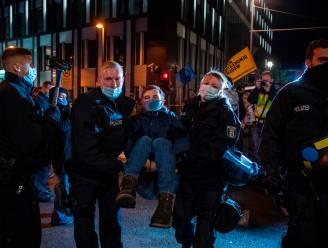 Activisten van Extinction Rebellion blokkeren bruggen en wegen rond parlementsgebouw in Berlijn