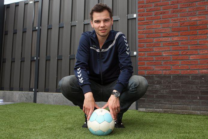 Erwin van Schilt is pas 31 jaar. Toch is de Hoogerheidenaar al jarenlang voetbaltrainer.