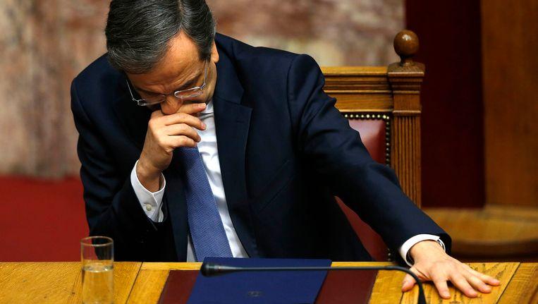 De Griekse premier Antonis Samaras kondigt vervroegde verkiezingen aan.