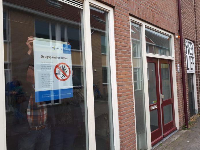 Het pand aan de Tuinstraat werd maandagmiddag door de gemeente en de politie gesloten voor een half jaar.