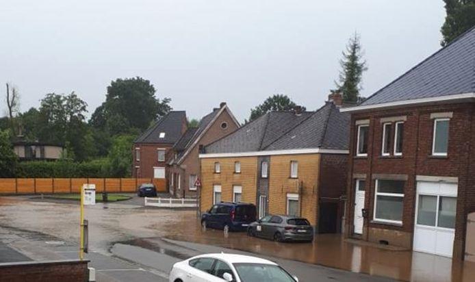 De Eikestraat in Steenhuize kwam eveneens onder te staan.