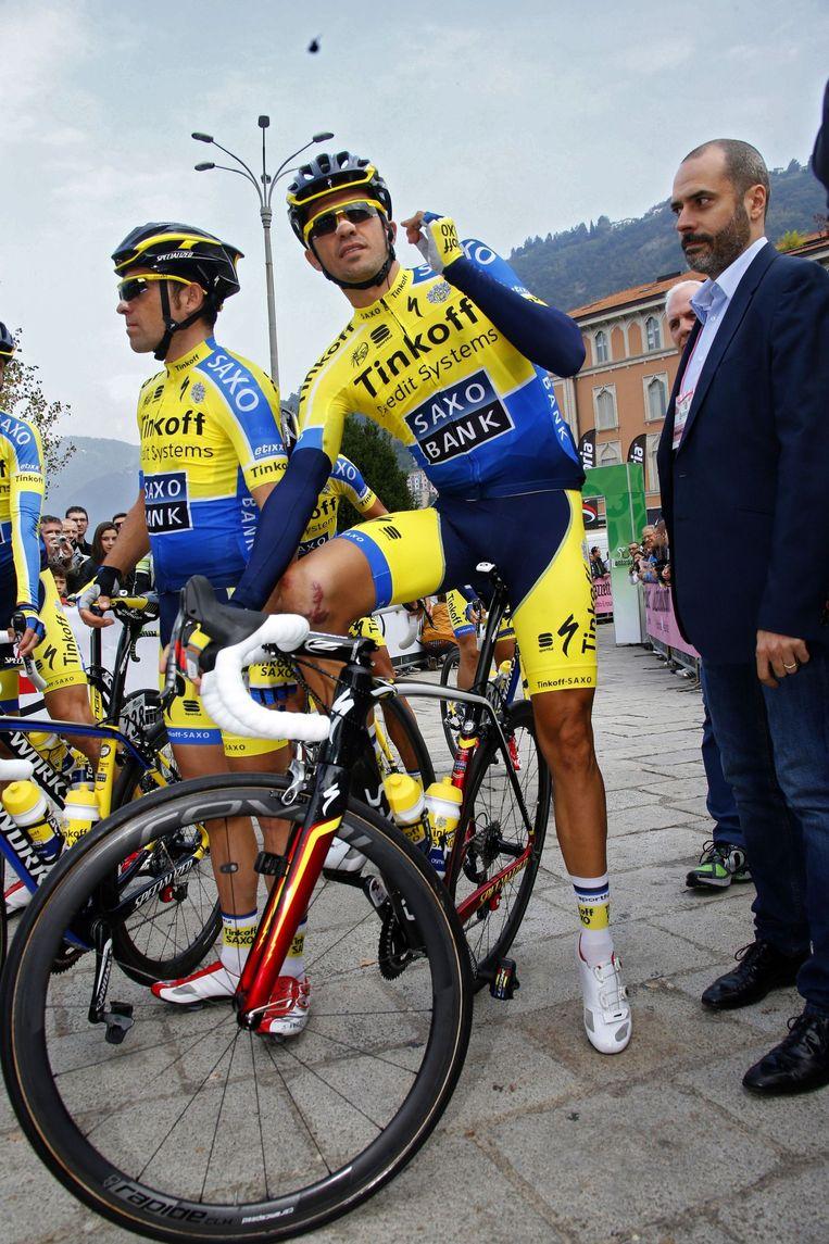 Alberto Contador - met fors litteken op rechterknie - ging in Lombardije op zoek naar WorldTour-punten, maar viel opnieuw Beeld PHOTO_NEWS