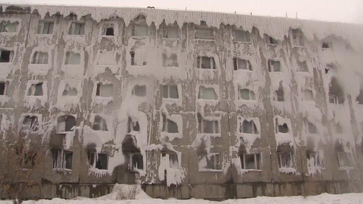 Russische gezinnen leven in bevroren flat