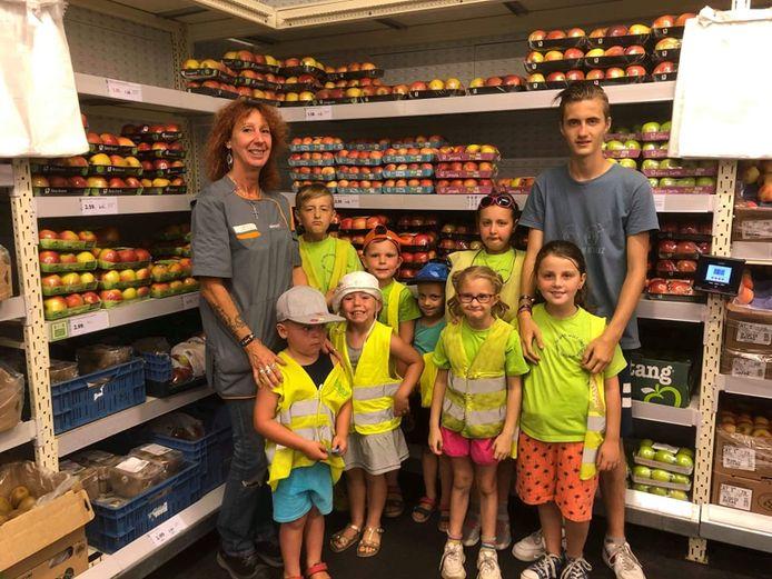 De kinderen van speelplein D'Maxz hielden vandaag het hoofd koel in de koelcel van Colruyt.