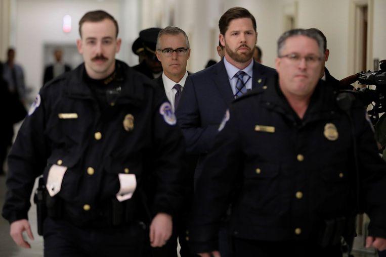 FBI-onderdirecteur Andrew McCabe (tweede van links) moest al opstappen onder druk. Hij wordt beschuldigd van het herschrijven van getuigenverhoren.   Beeld REUTERS