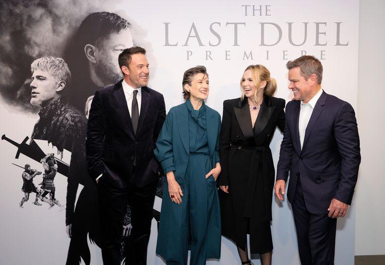 Ben Affleck, Harriet Walter, Jodie Comere en Matt Damon op de première van 'The Last Duel' in New York. Beeld Getty Images for 20th Century St