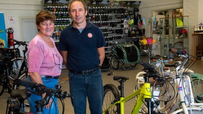 """Familie Haeghens kiest na halve eeuw autoverkoop voor de elektrische fiets: """"Corona heeft onze startende zaak een boost gegeven"""""""