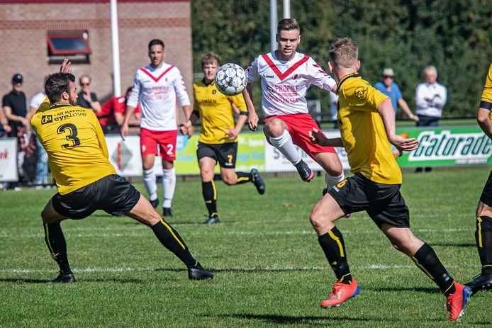Wedstrijdbeeld uit het duel van RKSV Driel tegen Brakkenstein, afgelopen zomer in Driel.