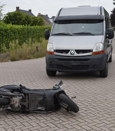 Botsing tussen scooter en bestelbus in Breda, scooterrijder gewond