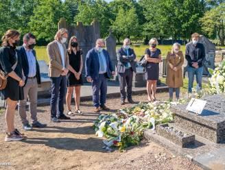 Stadsbestuur brengt laatste eerbetoon aan graf Kamiel Sergant