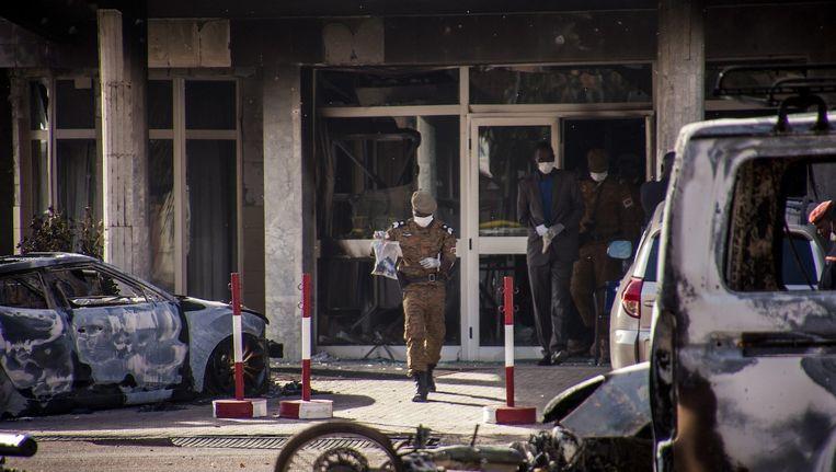 Onderzoek bij het Splendid Hotel in Ouagadougou na de aanval van vanochtend Beeld anp