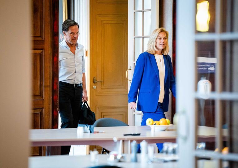 Sigrid Kaag (D66) en Mark Rutte (VVD) schrijven tot half augustus aan een soort concept-regeerakkoord. Beeld ANP