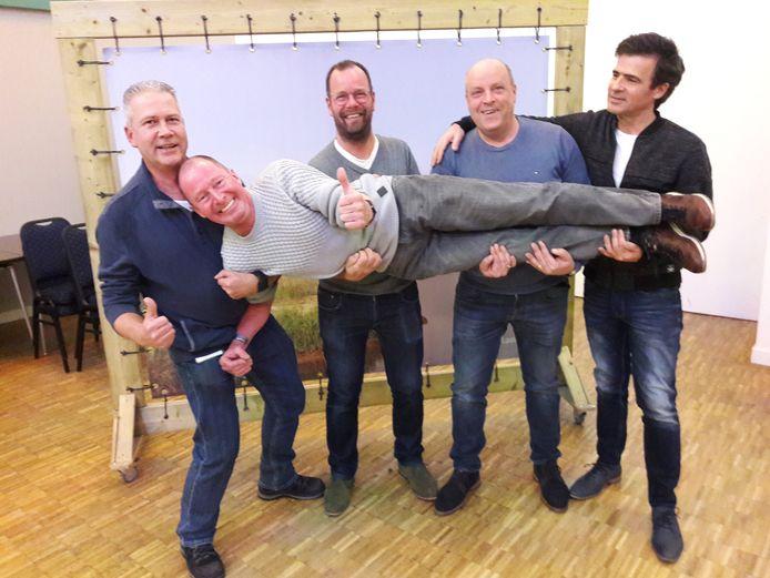 Dj's van Den Boogaard (vlnr) Dion Schepens Sjef Schilders Léon van Bijsterveldt, André Schoenmakers en (liggend) Bart van de Weijdeven