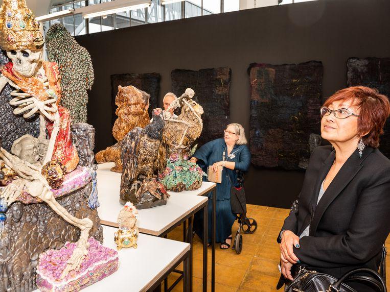 De stand van galerie Fontana met keramiek van Carolein Smit Beeld Simon Lenskens