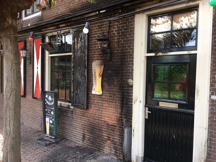 Vaak Terras café in de as: 'houten prullenbak aangezien voor asbak DI26