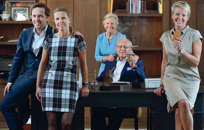 De familie Vandermarliere, met vlnr. Frederik, Katrien, moeder Thérèse, vader Guido en Sofie.