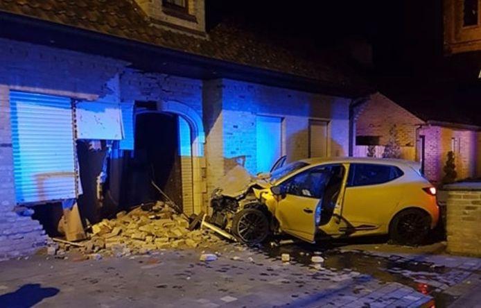 Eind 2019 belandde een Renault Clio RS in de gevel van de woning.