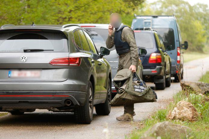 Een lid van de Belgische federale politie komt aan bij het Nationaal Park Hoge Kempen.