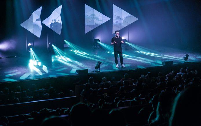 Kev Adams sur scène