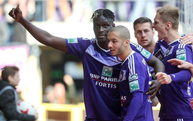 Kara (uiterst links) juicht na zijn doelpunt tegen Club Brugge.