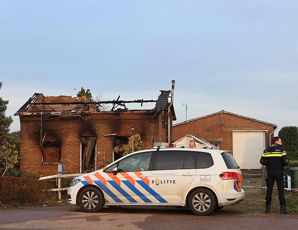 Een woning in Hedel brandde eind november uit, twee mensen raakten daarbij gewond. De brand houdt verband met de afpersingszaak van fruithandel De Groot. De woning werd bewoond door medewerkers van het bedrijf.