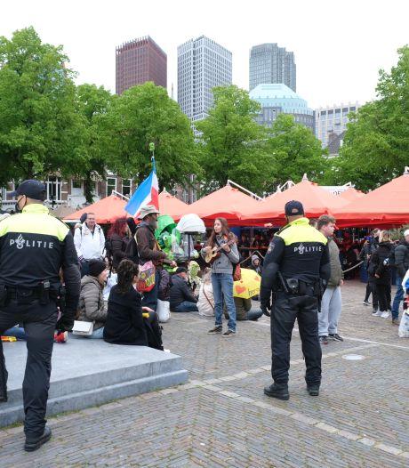 ME sluit demonstranten in tijden protest op Plein tegen coronamaatregelen, 37 arrestaties