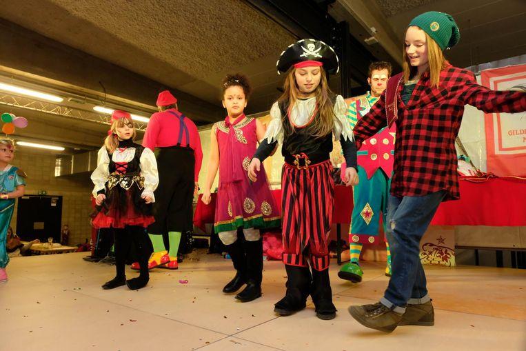 Een dansje tijdens het kindercarnavalsfeest mocht zeker niet ontbreken.