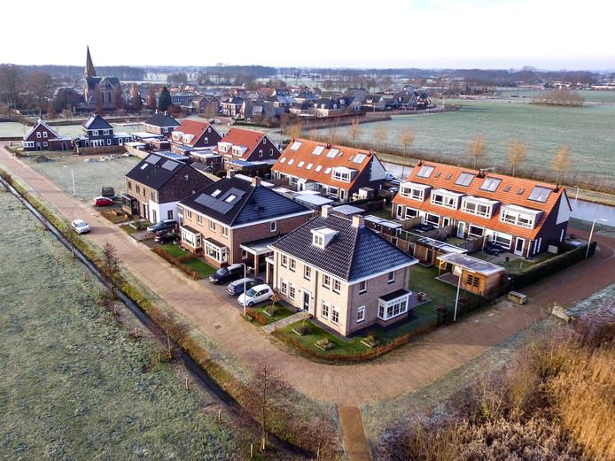 Een nieuwe woonwijk in het Sallandse Broekland. Overijssel en Gelderland zien steeds meer mensen vanuit de randstad naar deze regio verhuizen.