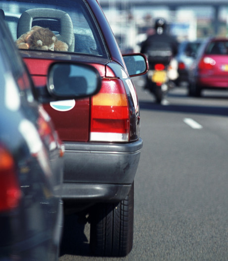 Ongeluk met twee auto's zorgt voor vertraging op A15 richting Gorinchem