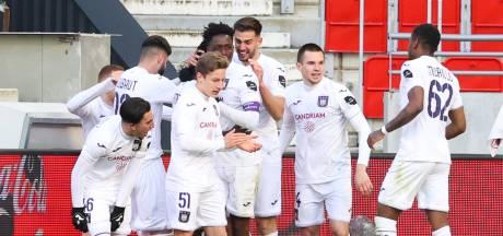 Anderlecht komt Belgische top vier in na zege op Antwerp, Van den Brom wint met Genk