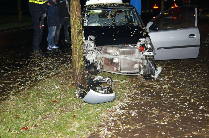 De auto van de Doetinchemmer raakte zwaar beschadigd door de botsing.