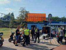 58 bekeuringen en 3 begrenzers ingenomen: scooterrijders op de bon in Spoorwijk