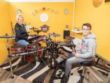 Drummen bij Tamara hielp Joep (10) om te gaan met zijn boosheid