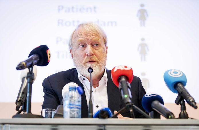 Jaap van Dissel, directeur van het Centrum Infectieziektebestrijding van RIVM roept alle Nederlanders op om proberen te voorkomen het corona-virus verder te verspreiden.